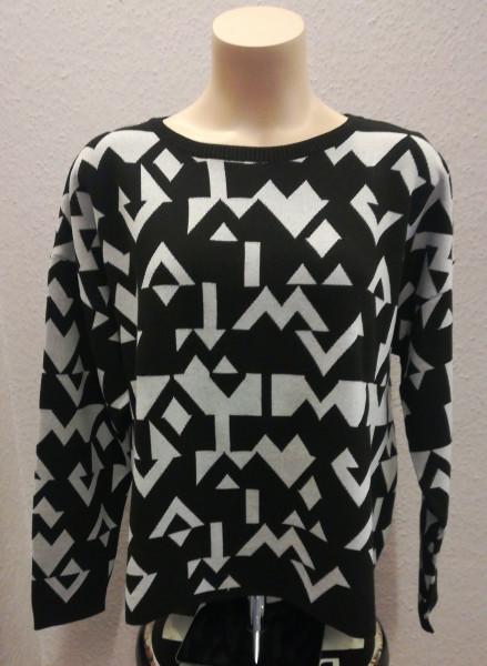 Pullover bestecht durch ein vielfältiges Designs
